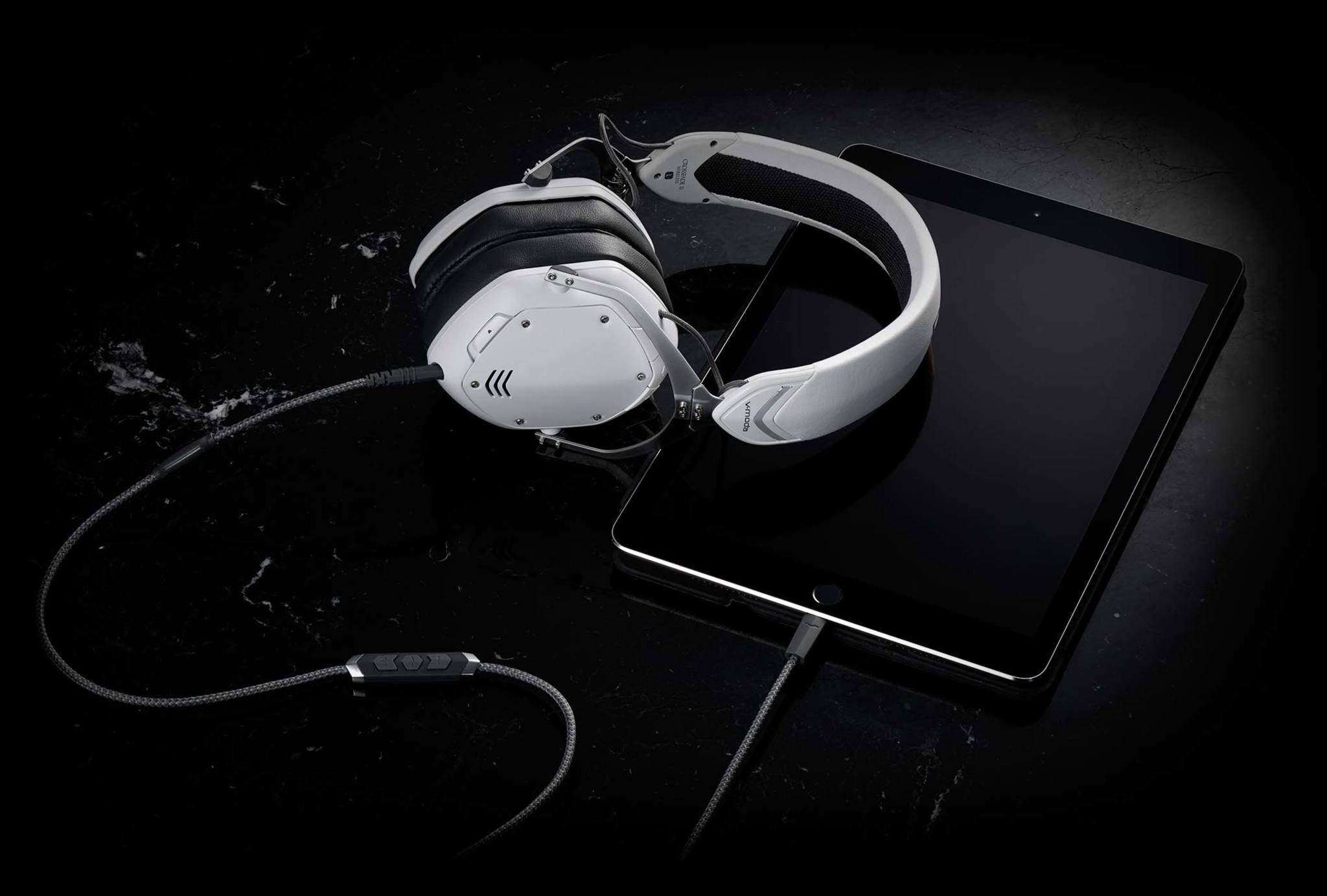SpeakEasy DAC/AMP Lightning Cable with headphones and iPad