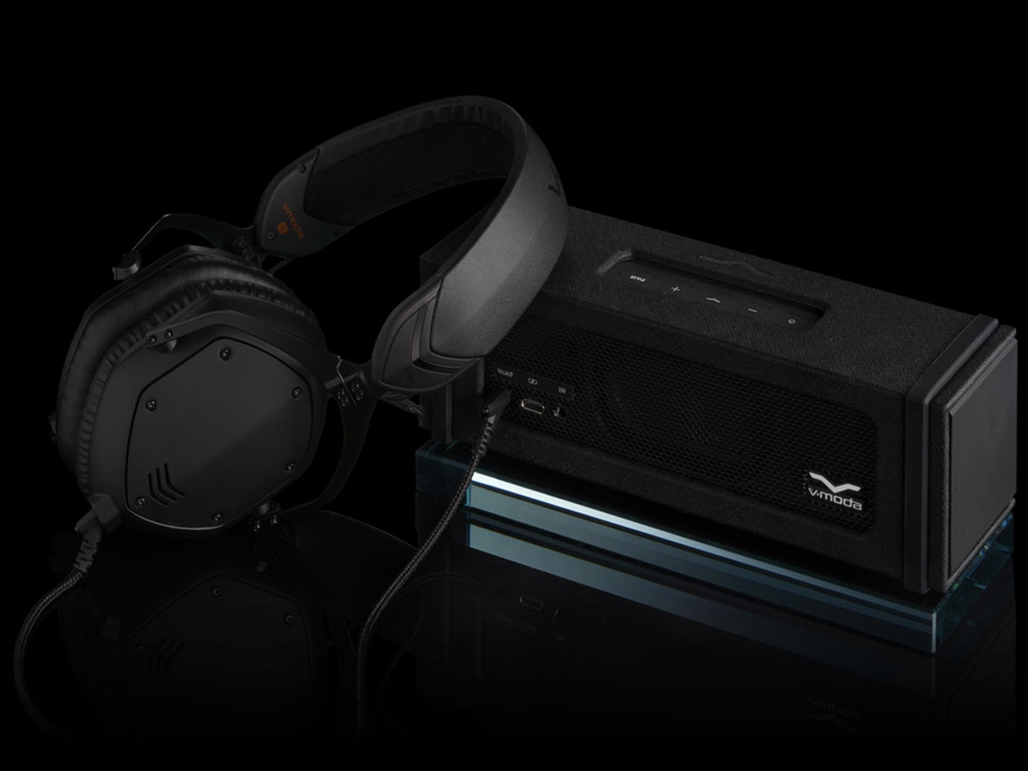 Black Remix Bluetooth HiFi Speaker Used as a Headphone Amp